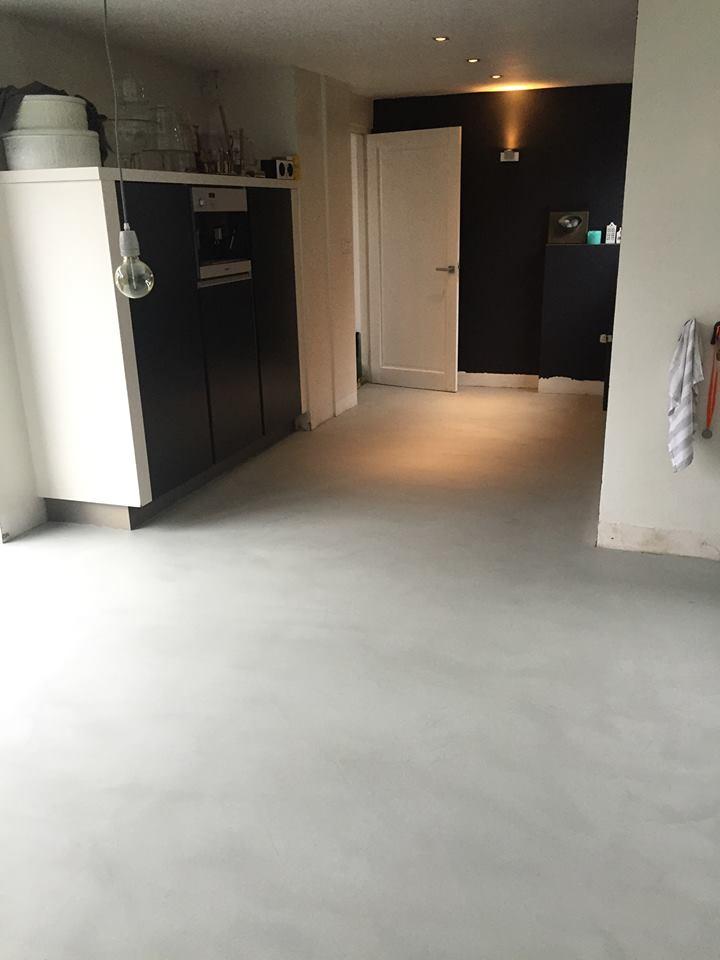 Woonbeton betonlook vloer over tegels bestaande tegelvloer best vloerrenovatie - Moderne kleur huis ...