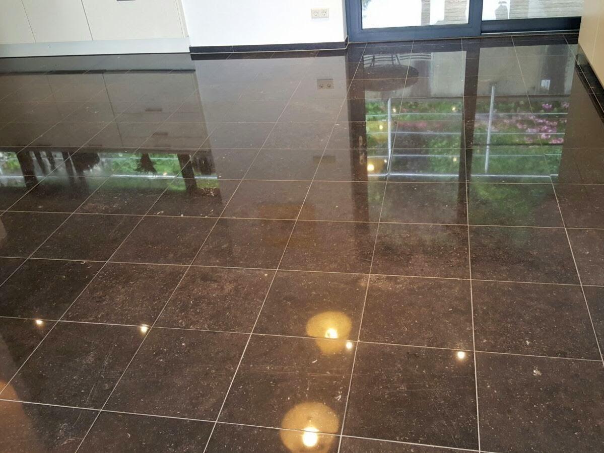 Vloerrenovatie natuurstenen vloer best vloerrenovatie - Marmeren vloeren ...