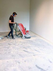 Betonvloer schuren Van Bommel Schoenen
