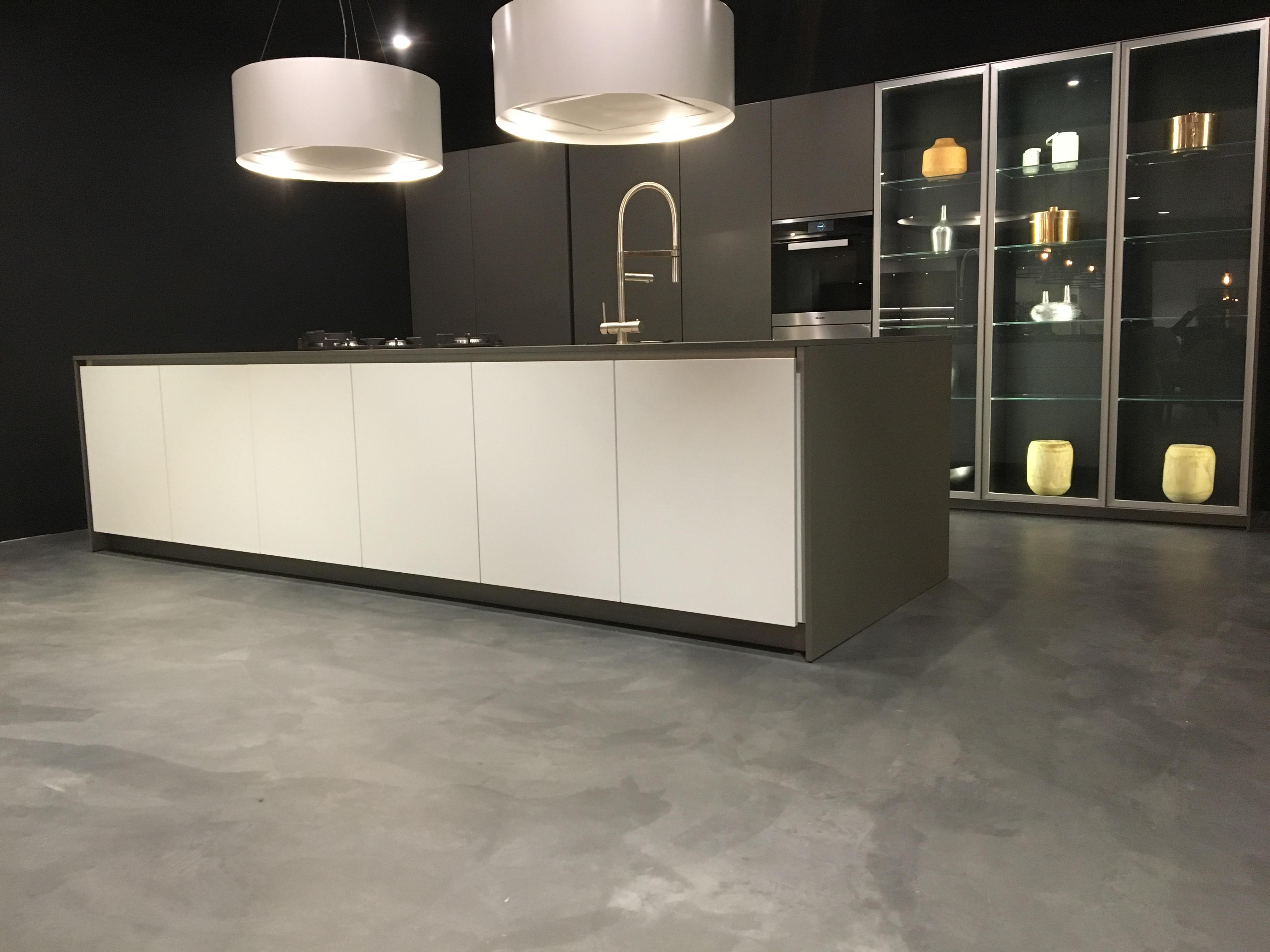 Microcement vloer keukenzaak Assen